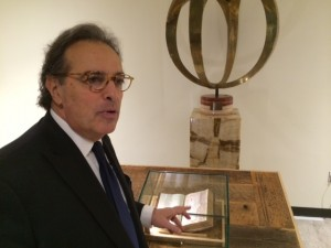 Stephen Acunto, President of the IAF, explains the value of the manuscripts at the Frate Francesco opening.  Courtesy La Voce di New York